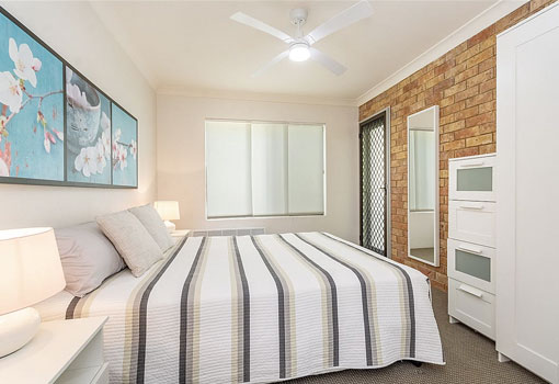2/22 Clarence Street bed