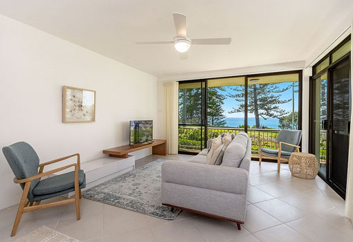 2/22 Clarence Street living